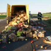 4. zderzeniu dwóch pojazdów na drodze 61 między Szczuczynem, a Obrytkami