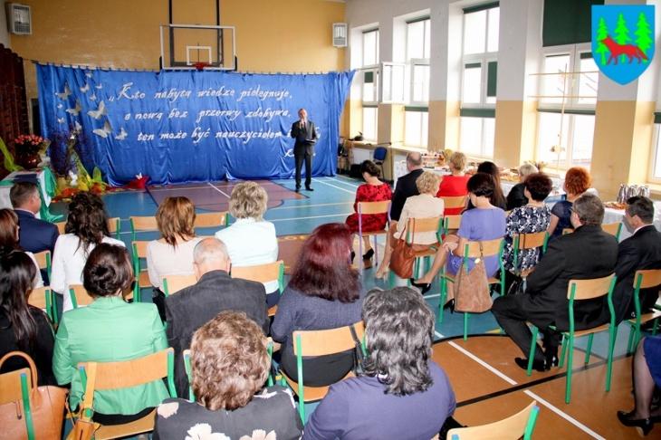 Burmistrz nagrodził nauczycieli