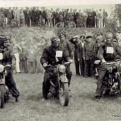 6. 2. Zawody motorowe na strzelnicy l.  50-te, pierwszy z p. na BMW A. Michalak