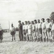 2. 1. 1 Maj 1952, mecz oldboyow Warmii. Od l. 2 - A. Hałuniewicz, 3 - A. Michalak (bramkarz), 6 - M. Mołczanowski ostatni F. Więckiewicz -- Paluszek