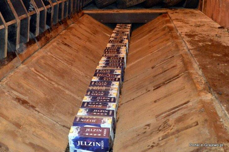 210 l alkoholu w podłodze