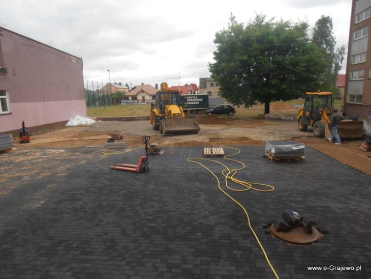 Nowy dziedziniec szkolny
