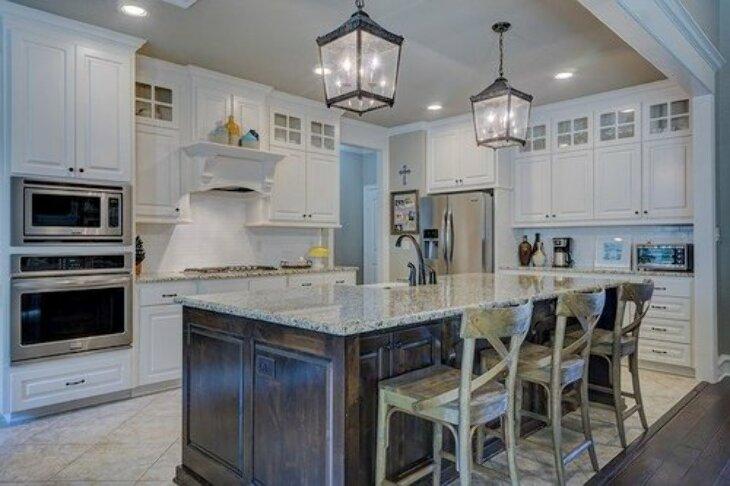 Wybieramy praktyczne i stylowe krzesła do kuchni