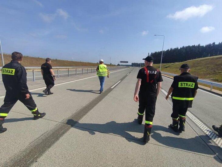 Strażacy na drodze S61 Stawiski-Szczuczyn