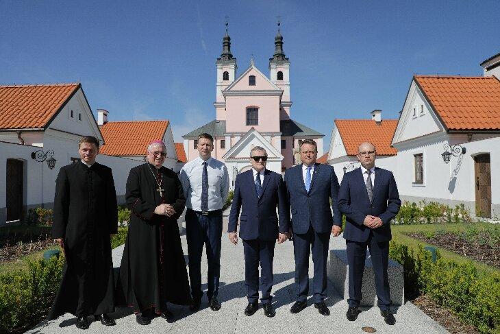 Wicepremier Piotr Gliński oglądał wyremontowany klasztor wigierski