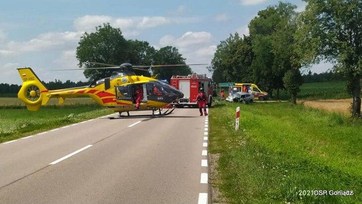 Trzy osoby ranne po zderzeniu dwóch osobówek koło Moniek.
