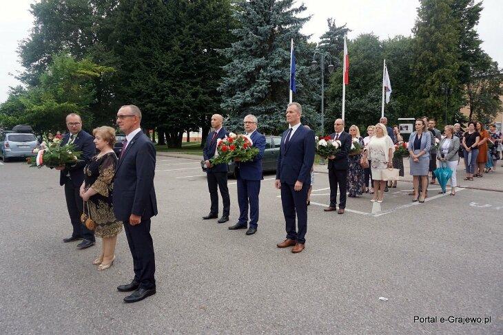 W 77 rocznicę wybuchu Powstania Warszawskiego złożono kwiaty pod pomnikiem
