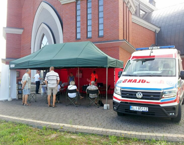 Mobilny punkt szczepień przy kościele JPII w Grajewie