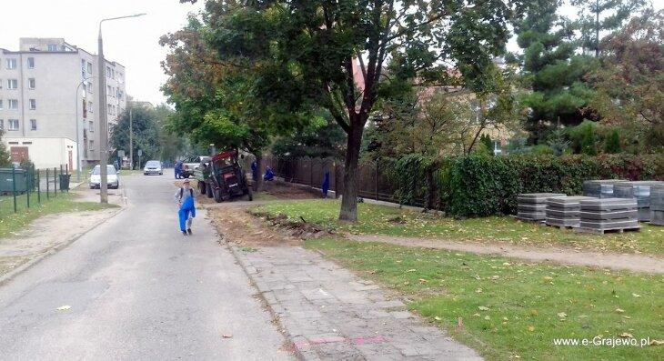 Nowy chodnik przy przedszkolu w budowie