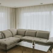 2. Jeżeli w salonie masz delikatne firanki okienne, to koniecznie dobierz do nich odpowiedni sposób prania. Inaczej dekoracje okienne mogą stracić swój piękny wygląd!