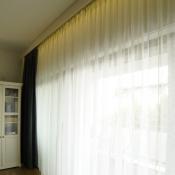 3. Firanka okienna, to podstawowa dekoracja w każdym pomieszczeniu, salonie, jadalni lub sypialni.
