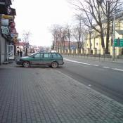 59. Jak oni parkują, czyli jak przejechać żeby nie wjechać w inny samochód.  Podpis: Dziewczyna w zielonym szalu