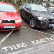 """102. Tak się parkuje """"karetki"""" w Ełku..."""