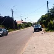 113.  nagminnie zastawiany chodnik! Grajewo, ul. Konopska. Podpis: PS