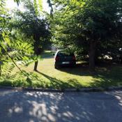 117. SZPITAL. Jak oni parkują. Przecież za takie parkowanie i niszczenie zieleni miejskiej można otrzymać mandat do 500 zl. !  Podpis: Brak słów