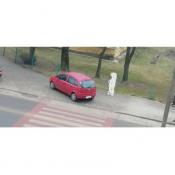 156. Jak oni parkują, samochód stał cały dzień, chyba właściciel wstydził się po niego wrócić..