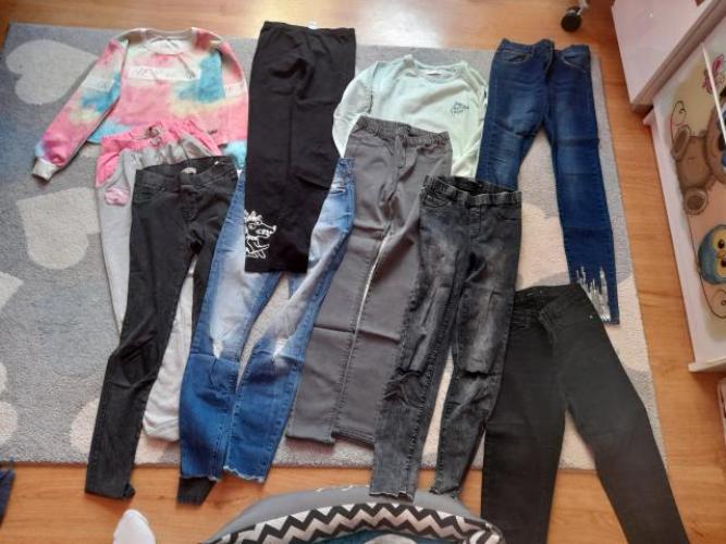Grajewo ogłoszenia: Sprzedam: 8 par spodni, 2 bluzy; rozm. 152 do  164 spodnie 36 34...
