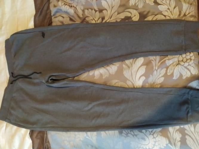Grajewo ogłoszenia: Sprzedam spodnie dresowe męskie 4 f , ubrane przez syna dwa razy,...