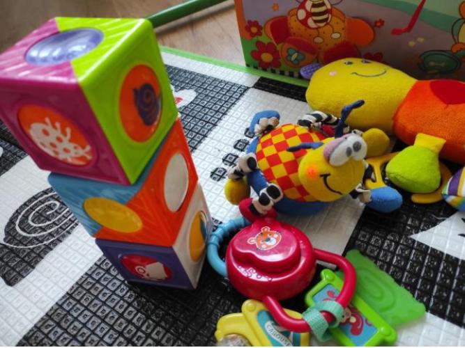 Grajewo ogłoszenia: Sprzedam torbę zabawek niemowlęcych. Zabawki czyste i zadbane. W...