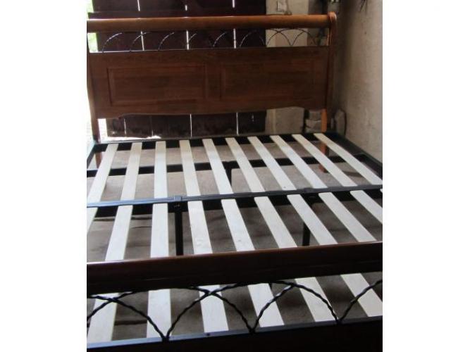 Grajewo ogłoszenia: Sprzedam masywne używane łóżko dębowe z czarną metalową...