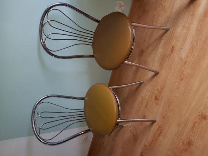 Grajewo ogłoszenia: Sprzedam 2 krzesła kuchenne. Cena za dwa 100 zl. Odbior osobisty.
