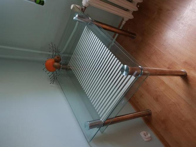 Grajewo ogłoszenia: Sprzedam mały stół ze szklanym blatem na chromowanych nogach....