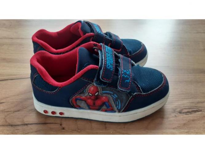 Grajewo ogłoszenia: Sprzedam Adidas Spiderman r.30 w bardzo dobrym stanie, diody na...