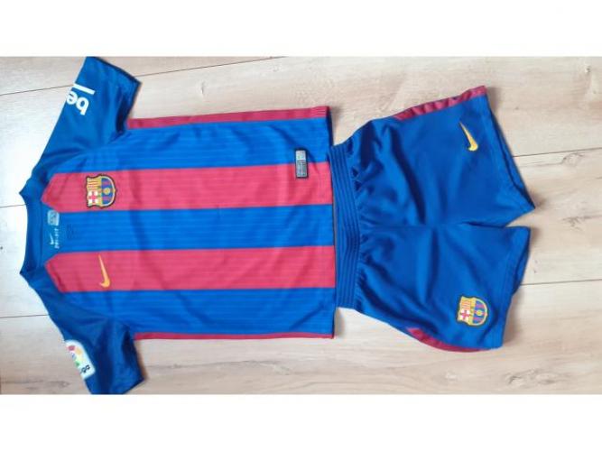 Grajewo ogłoszenia: Sprzedam strój piłkarski FC Barcelona z numerem 8 (Iniesta) r....