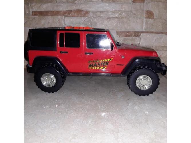 Grajewo ogłoszenia: Sprzedam auto zabawkę Jeep posiada efekty świetlno-dźwiękowe