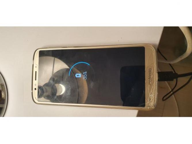 Grajewo ogłoszenia: Sprzedam Motorola E5 plus. Telefon mimo pekniecia w pelni sprawny...
