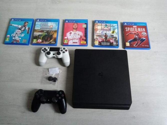 Grajewo ogłoszenia: Sprzedam PS 4,dwa pady i kilka gier