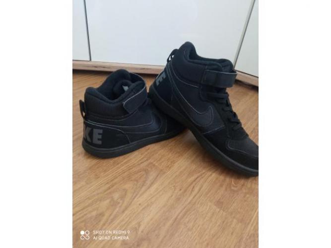 Grajewo ogłoszenia: Sprzedam Nike juniorskie courty 32 rozmiar wkładka 22 cm....