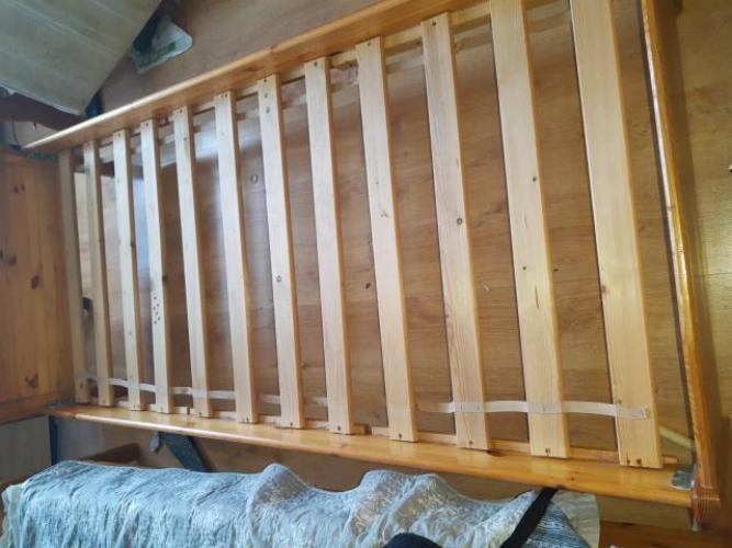 Grajewo ogłoszenia: Sprzedam łóżko pojedyncze,drewniane.Stan dobry.