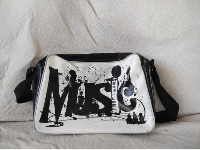 Grajewo ogłoszenia: Sprzedam torbę do szkoły muzycznej w stanie bardzo dobrym.