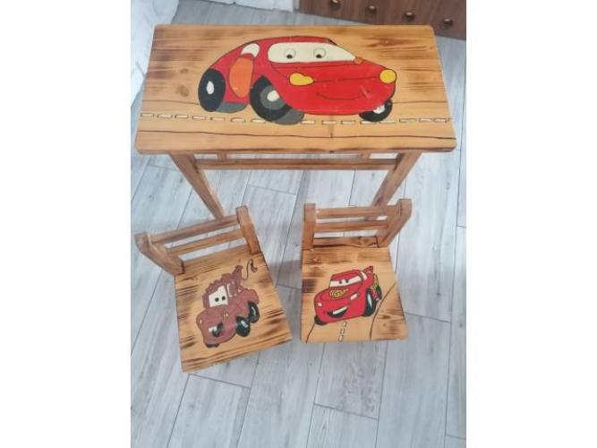 Grajewo ogłoszenia: Sprzedam drewniany stolik dla dziecka z dwoma krzesłami.