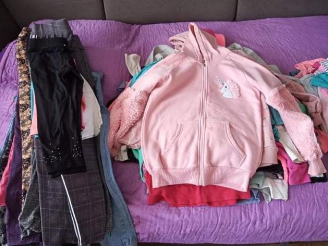 Grajewo ogłoszenia: Sprzedam ubrania dla dziewczynki na wiek od 9 do 12 lat....