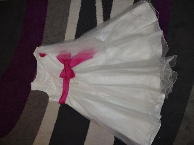 Grajewo ogłoszenia: Sprzedam sukienkę . Rozmiar 142