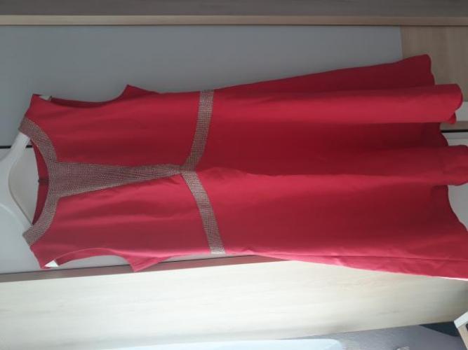 Grajewo ogłoszenia: Witam, sprzedam sukienke w kolorze malinowym z dodatkami złota....