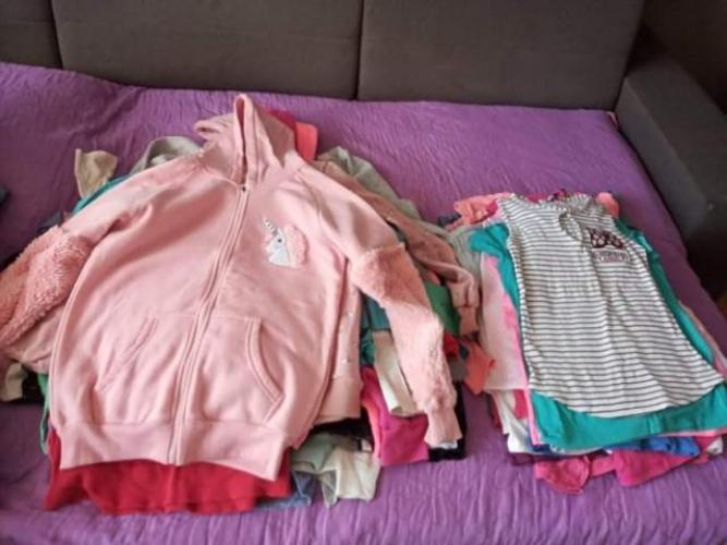Grajewo ogłoszenia: Sprzedam dużą paczkę ubrań dziewczęcych. Rozm od 9 do 12 lat....