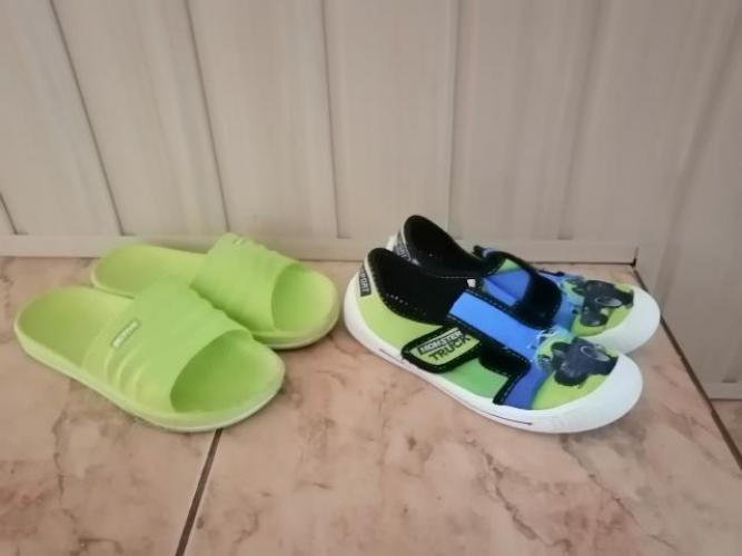 Grajewo ogłoszenia: Sprzedam klapki basenowe rozmiar 33 za 5zl i buciki rozmiar 33 za...