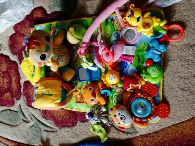 Grajewo ogłoszenia: Sprzedam za symboliczne 70 zł karton zabawek dla dziecka...