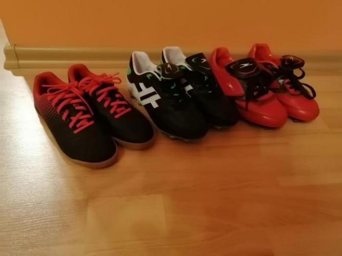 Grajewo ogłoszenia: Sprzedam buty korki do gry w piłkę i halówki rozmiar 31.halowki...