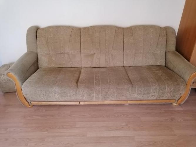 Grajewo ogłoszenia: Oddam kanapę, fotel oraz dwie pufy. Wszystko jest w jednym komplecie.