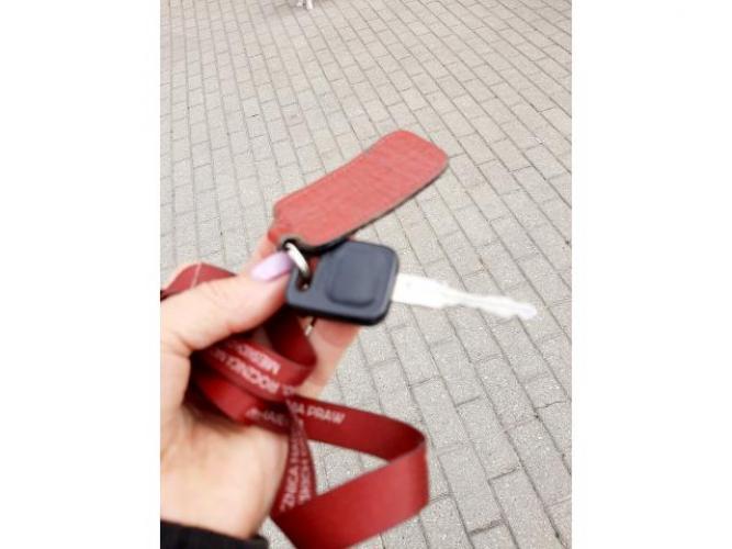 Grajewo ogłoszenia: Znaleziono klucz na smyczy przy sklepie Arhelanie.