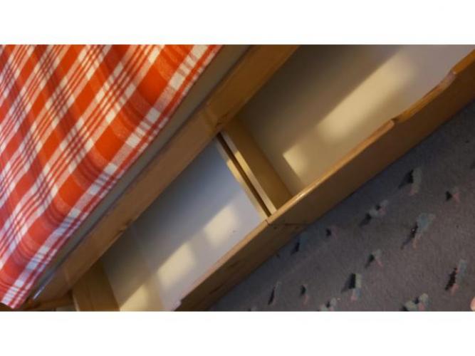 Grajewo ogłoszenia: Łóżko piętrowe z drzewa sosnowego drabinka oraz dwie pojemne...