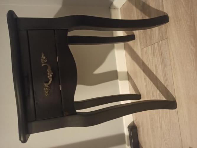 Grajewo ogłoszenia: Sprzedam czarny stolik nocny. Wymiar blatu 30x37cm, wysokość 54cm.