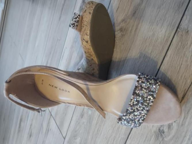 Grajewo ogłoszenia: Sprzedam nowe sandały New Look rozmiar 39.