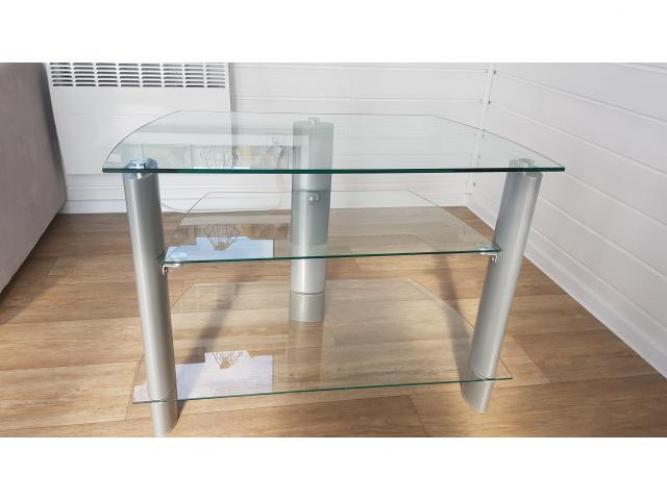 Grajewo ogłoszenia: Sprzedam szklaną szafkę-stolik pod telewizor. Stan bardzo dobry.