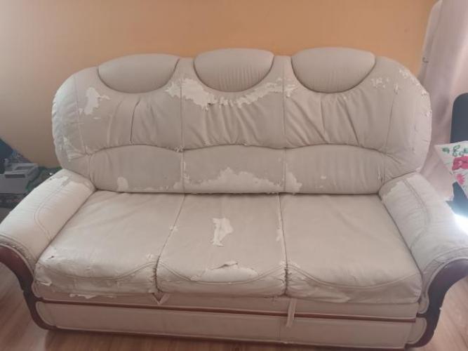 Grajewo ogłoszenia: Oddam za darmo sofę widoczną na zdjęciu. Sofa jest z ekoskóry....