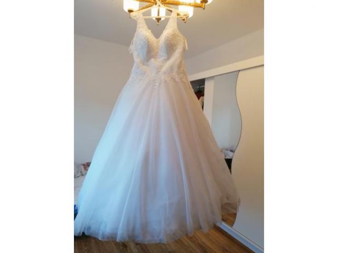 Grajewo ogłoszenia: Witam mam na sprzedanie suknie ślubną rozmiar 42 do nawet 56...